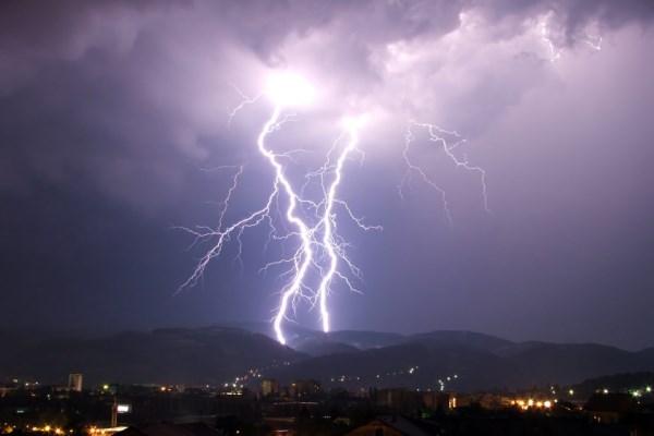 Έκτακτο δελτίο της ΕΜΥ: Έρχονται καταιγίδες από το μεσημέρι και από τα δυτικά