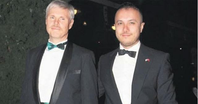 O Γενικός Πρόξενος των ΗΠΑ στην Κωνσταντινούπολη, παντρεύεται τον Τούρκο καλό του, Ramadan Çaysever!!!